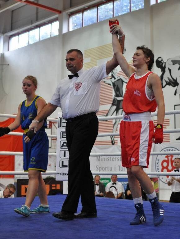 Dziewczyna z pasją do boksu