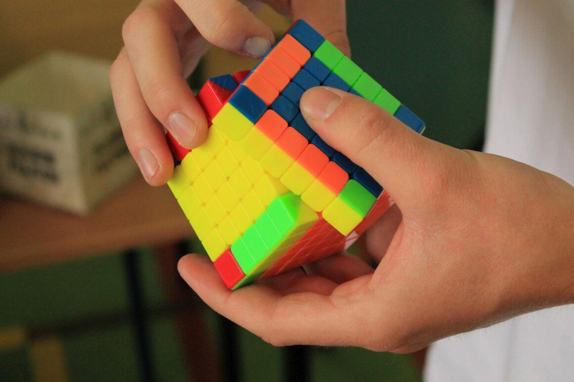 Zawody w układaniu kostki Rubika na czas